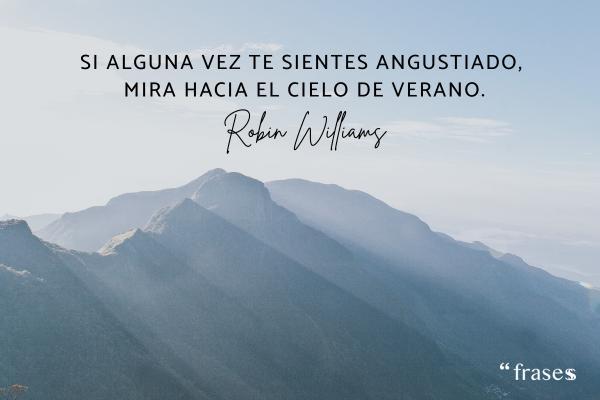 Frases de Robin Williams - Si alguna vez te sientes angustiado, mira hacia el cielo de verano.
