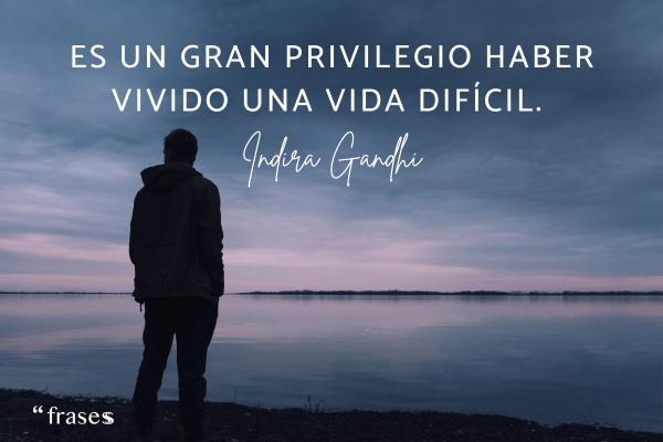 Frases de adversidad - Es un gran privilegio haber vivido una vida difícil.