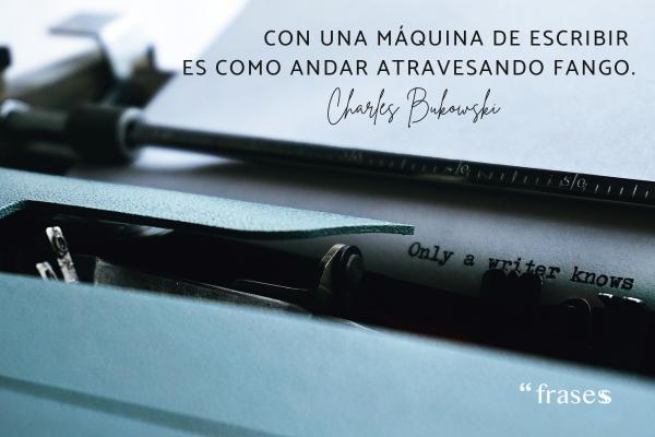 Frases sobre escribir - Con una máquina de escribir es como andar atravesando fango.