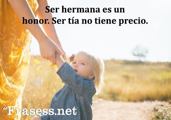 Frases para sobrinos - Ser hermana es un honor. Ser tía no tiene precio.