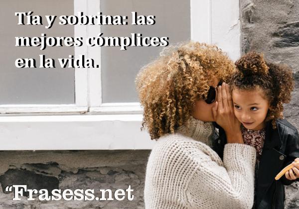 Frases para sobrinos - Tía y sobrina: las mejores cómplices en la vida.