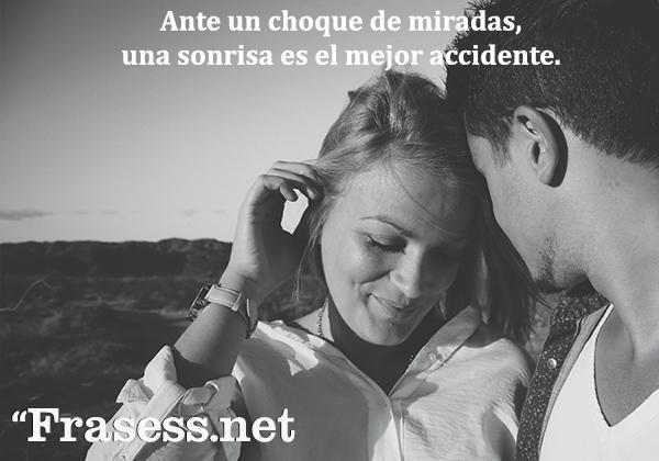 Frases de sonrisas - Ante un choque de miradas, una sonrisa es el mejor accidente.