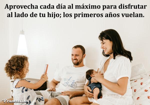 Frases para padres primerizos - Aprovecha cada día al máximo para disfrutar al lado de tu hijo; pues los primeros años vuelan.