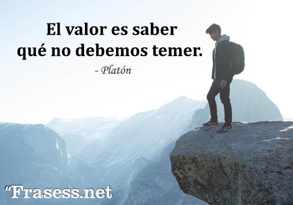 Frases de valentía - El valor es saber qué no debemos temer.