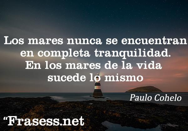 Frases de Paulo Coelho - Los mares nunca se encuentran en completa tranquilidad. En los mares de la vida sucede lo mismo.