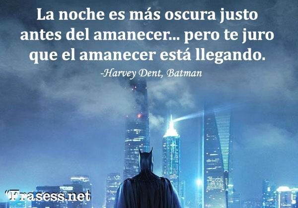 Frases de Batman - La ciudad es más oscura justo antes del amanecer... pero te juro que el amanecer está llegando.