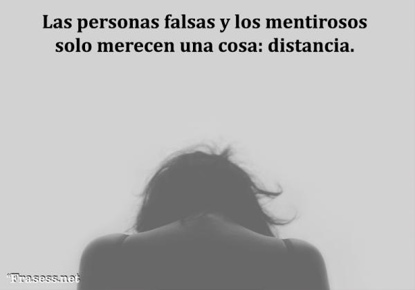 Frases de mentiras - Las personas falsas y los mentirosos solo merecen una cosa: distancia.