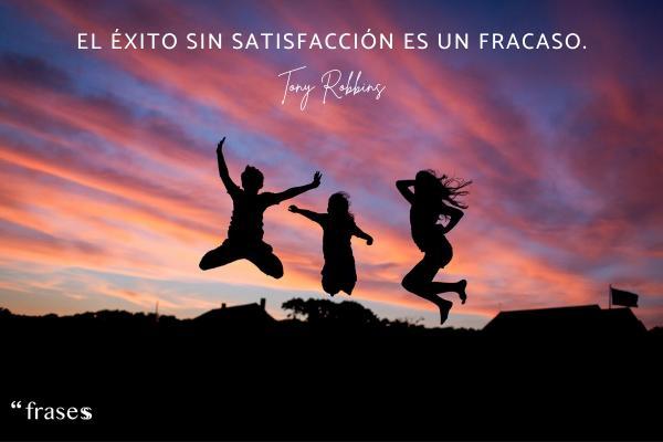 Frases de Tony Robbins - El éxito sin satisfacción es un fracaso.