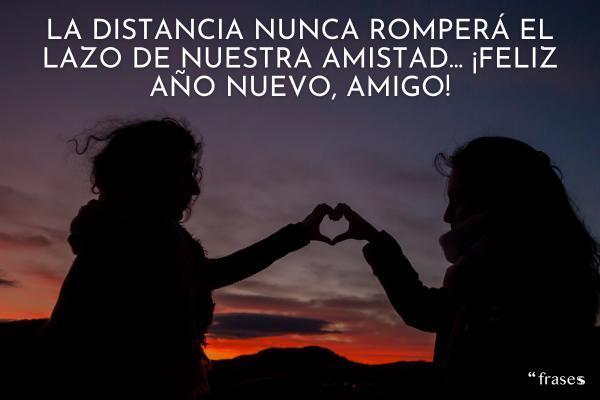 Frases de Año Nuevo 2021 - La distancia nunca romperá el lazo de nuestra amistad... ¡Feliz año nuevo, amigo!