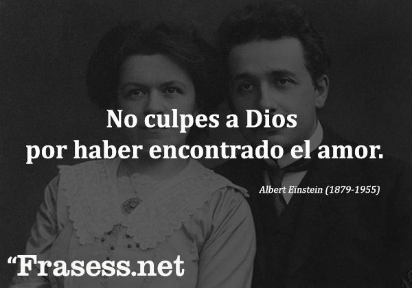+160 frases de Albert Einstein - No culpes a Dios por haber encontrado el amor.