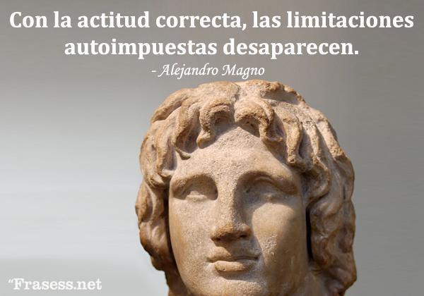 Frases de Alejandro Magno - Con la actitud correcta, las limitaciones autoimpuestas desaparecen.