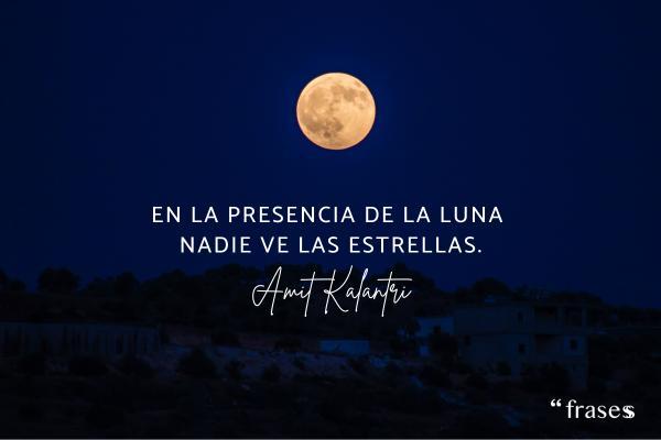 Frases de ignorancia - En la presencia de la Luna nadie ve las estrellas.