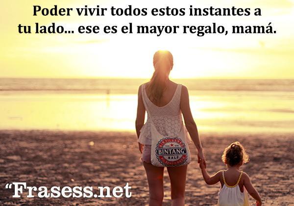 Frases para una madre luchadora y valiente - Poder vivir todos estos instantes a tu lado... ese es el mayor regalo, mamá.