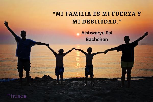 Frases de disfrutar la vida - Mi familia es mi fuerza y mi debilidad.