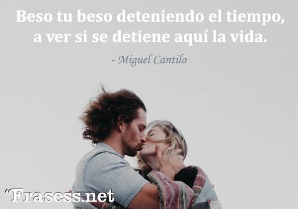 Frases de besos - Beso tu beso deteniendo el tiempo, a ver si se detiene aquí la vida.