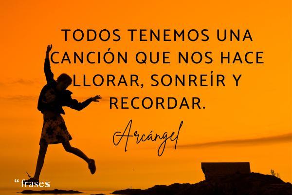 Frases de Arcángel - Todos tenemos una canción que nos hace llorar, sonreír y recordar.