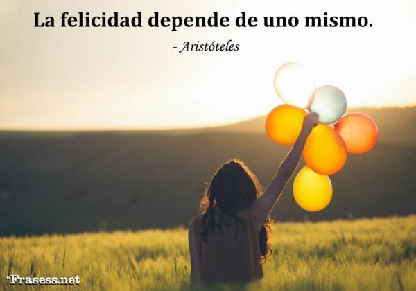 Frases realistas de la vida y el amor - La felicidad depende de uno mismo.