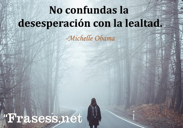Frases de desesperación - No confundas la desesperación con la lealtad.