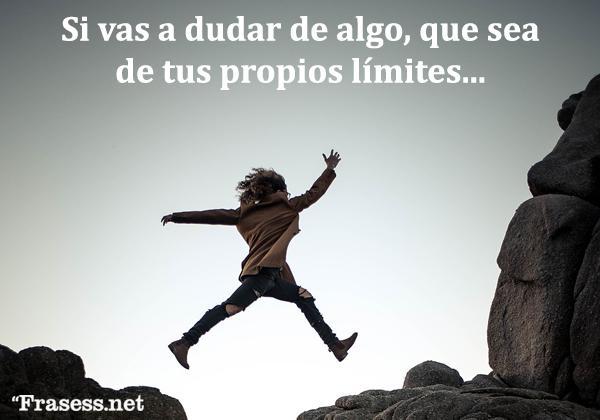 Frases de triunfo - Si vas a dudar de algo, que sea de tus límites.