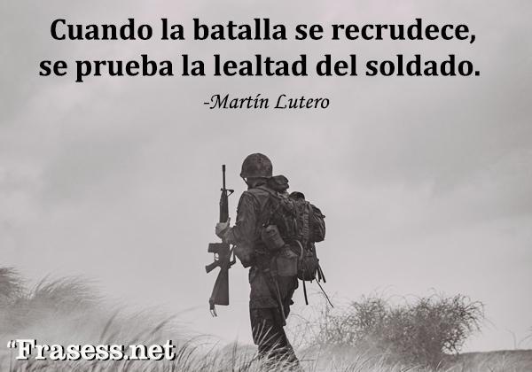 Frases de hermandad - Cuando la batalla se recrudece, se prueba la lealtad del soldado.