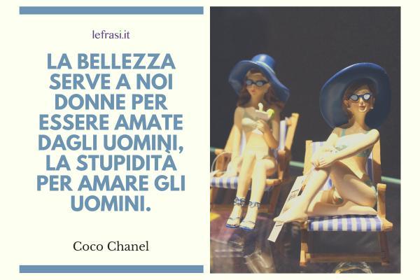 Frasi di Coco Chanel - La bellezza serve a noi donne per essere amate dagli uomini, la stupidità per amare gli uomini.